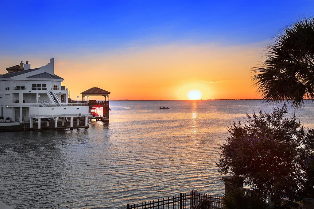 4111 W Bayside Way Property Photo - Jamaica Beach, TX real estate listing