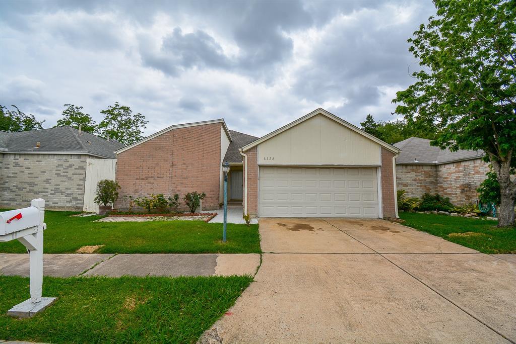 6323 Gladewell Drive Property Photo - Houston, TX real estate listing