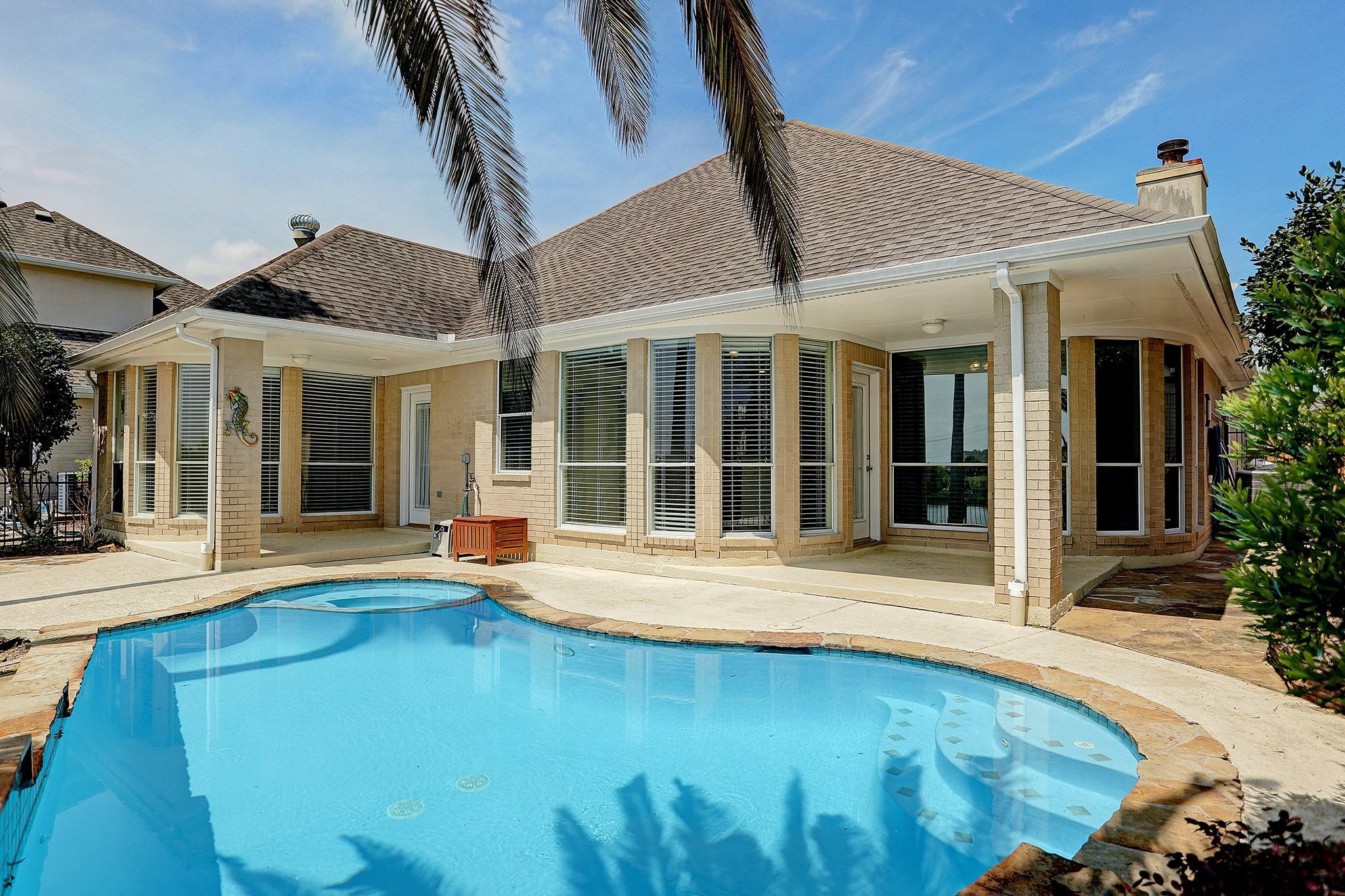 204 Lago Vista Street Property Photo - Kemah, TX real estate listing