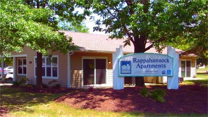 22560 Real Estate Listings Main Image