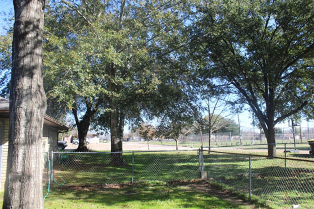 614 PaRKSIDE dRIVE Street Property Photo - Groesbeck, TX real estate listing
