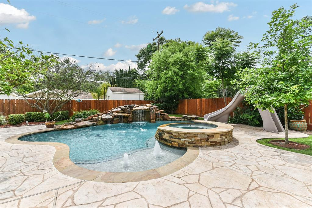 11607 Landsdowne Drive Property Photo - Houston, TX real estate listing
