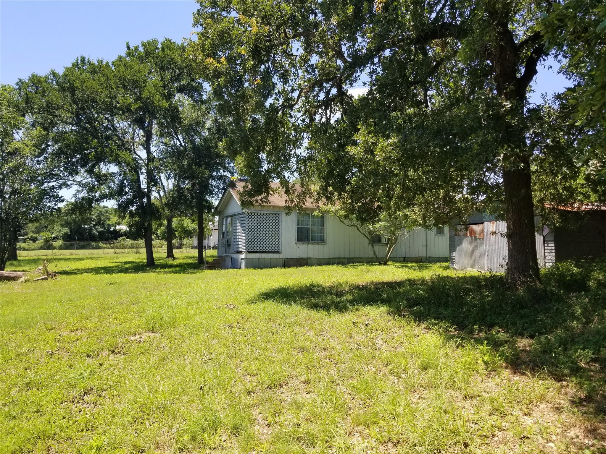 2833 E Old State Highway 71 Property Photo 1