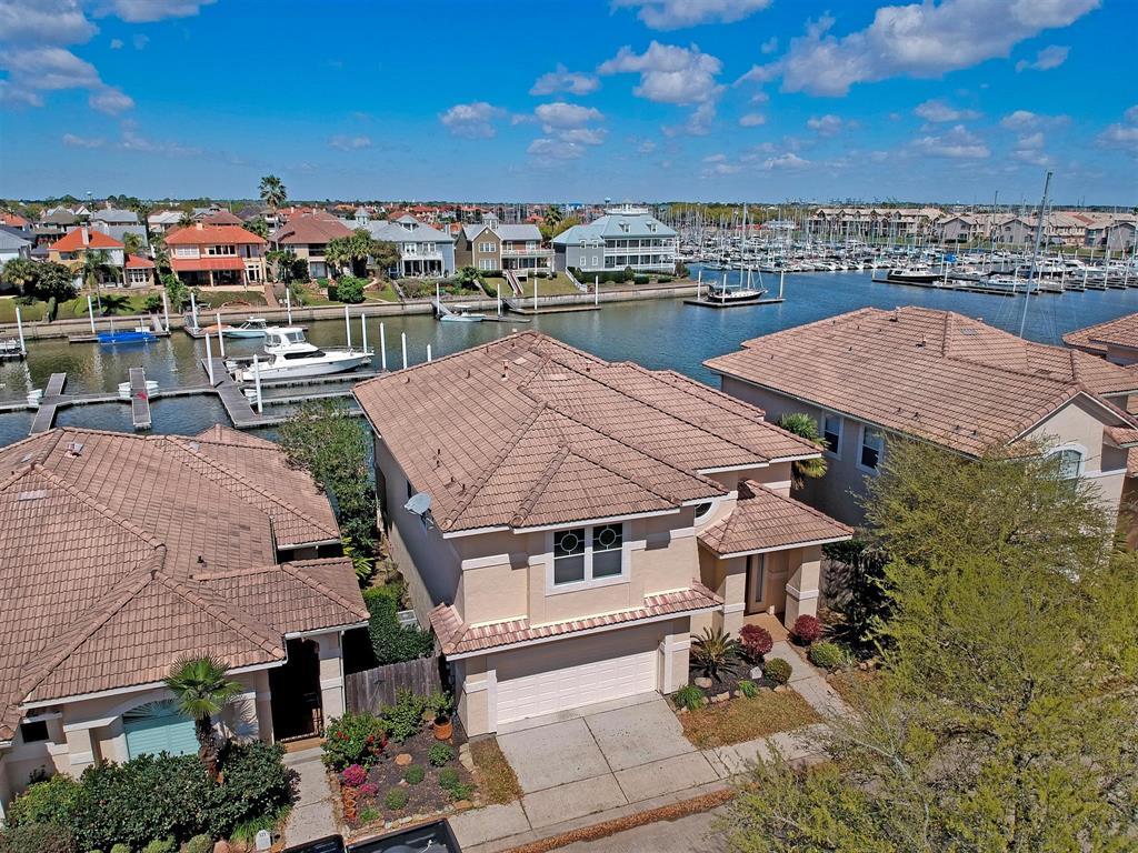 319 Harborside Circle Property Photo - Kemah, TX real estate listing