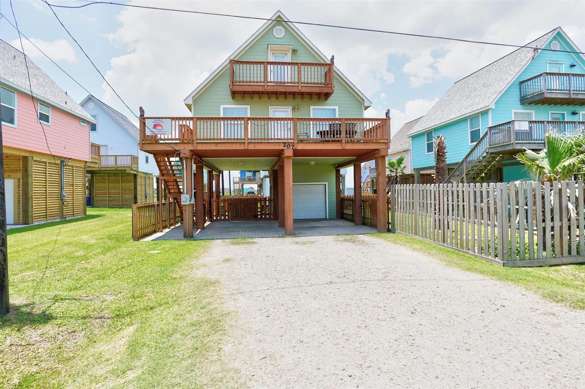 207 Sandpebble Place Property Photo