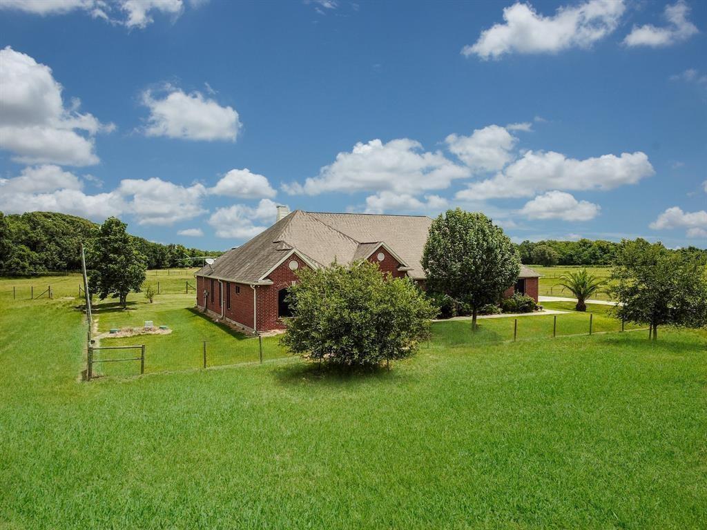 1501 Fm 2917 Property Photo - Alvin, TX real estate listing