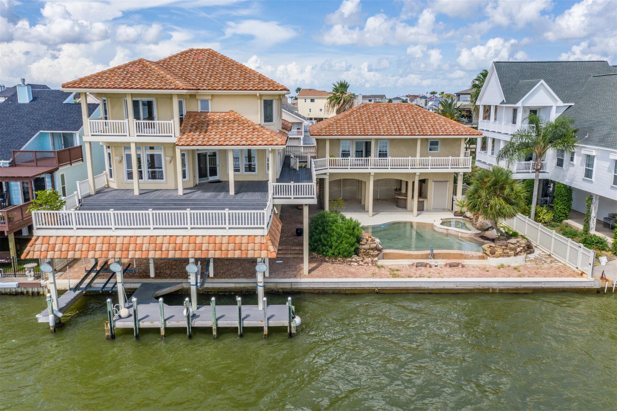 1815 Port O Call Street Property Photo - Tiki Island, TX real estate listing