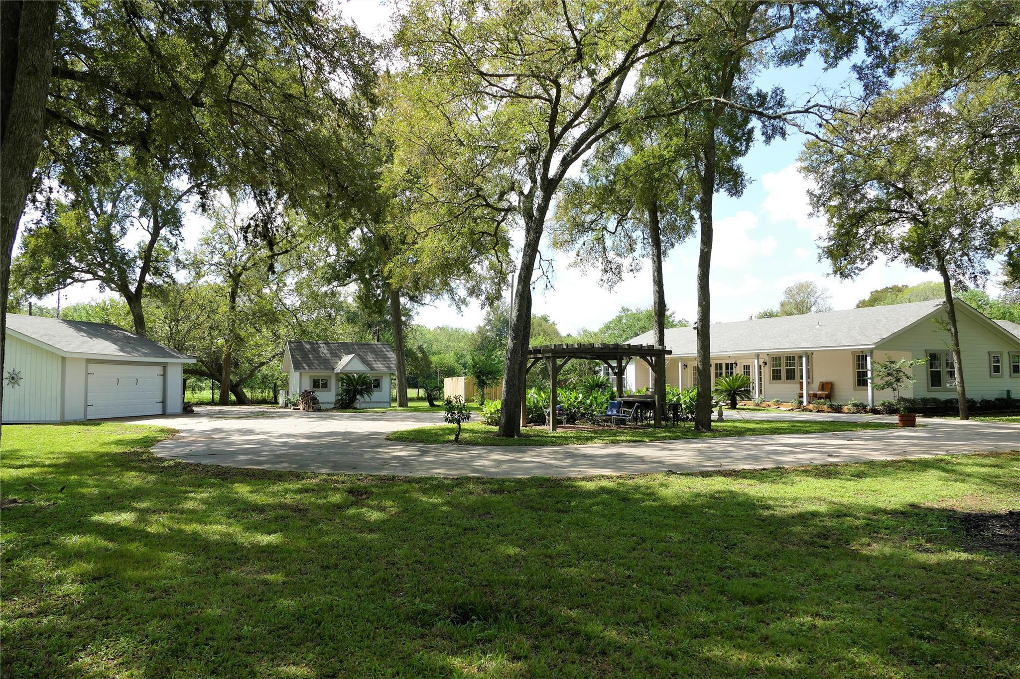 37621 Broncho Road Property Photo - Simonton, TX real estate listing