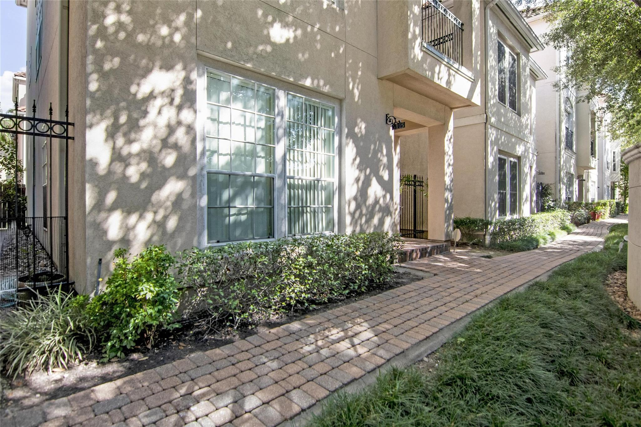 6115 Stoney Brook Drive Property Photo - Houston, TX real estate listing