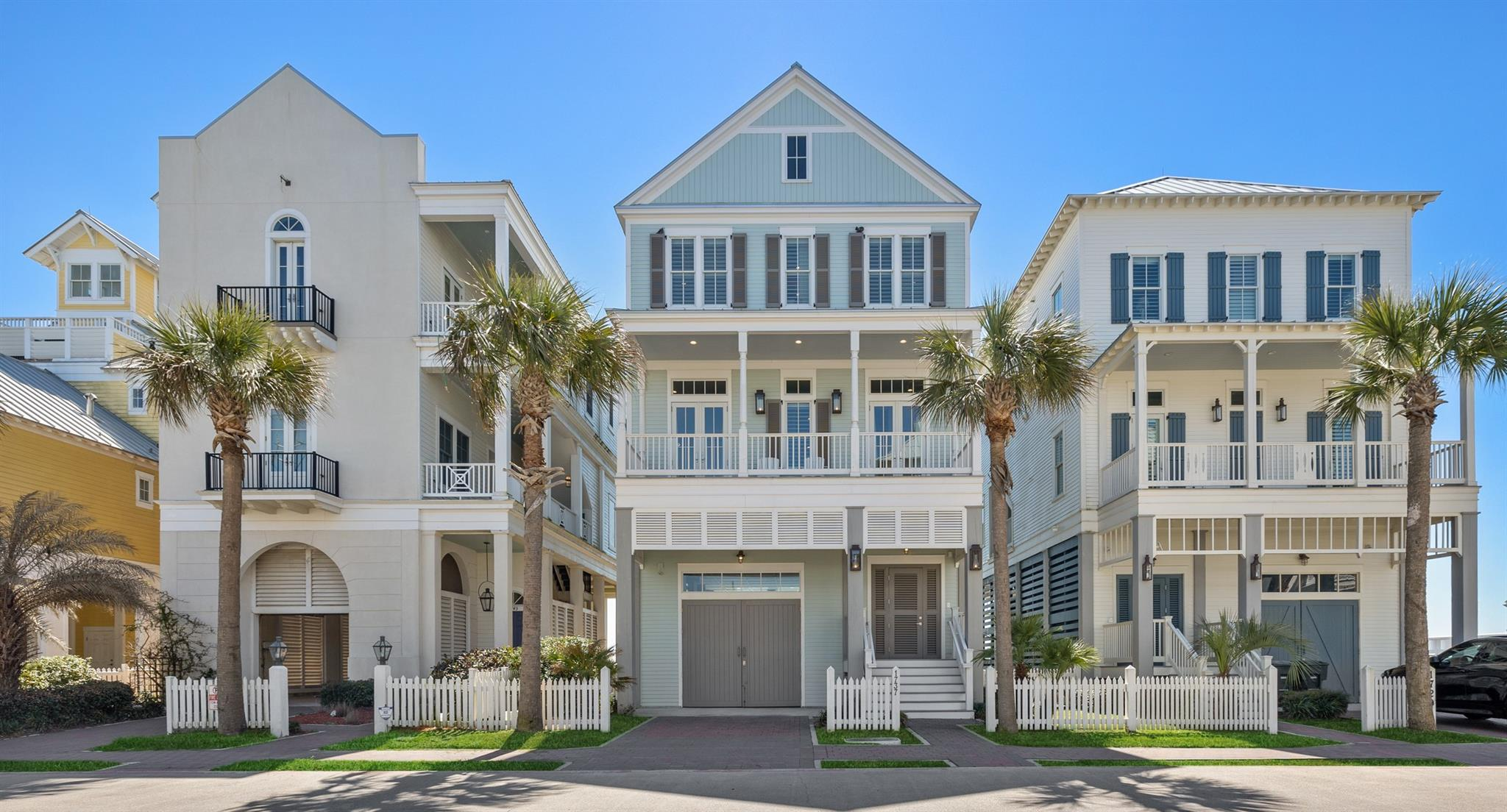 1737 Seaside Drive Property Photo - Galveston, TX real estate listing