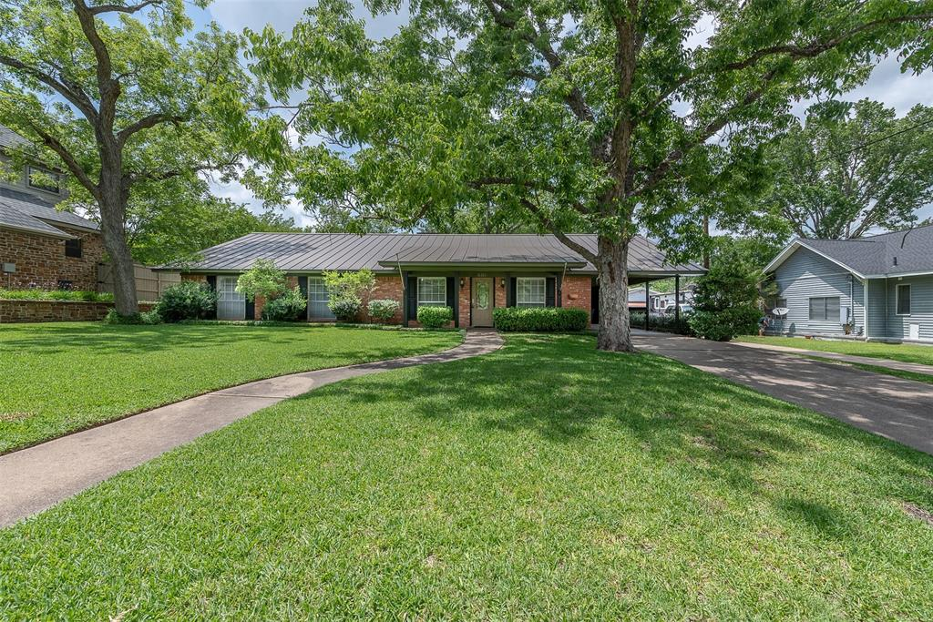 606 W Fox Street Property Photo - Caldwell, TX real estate listing