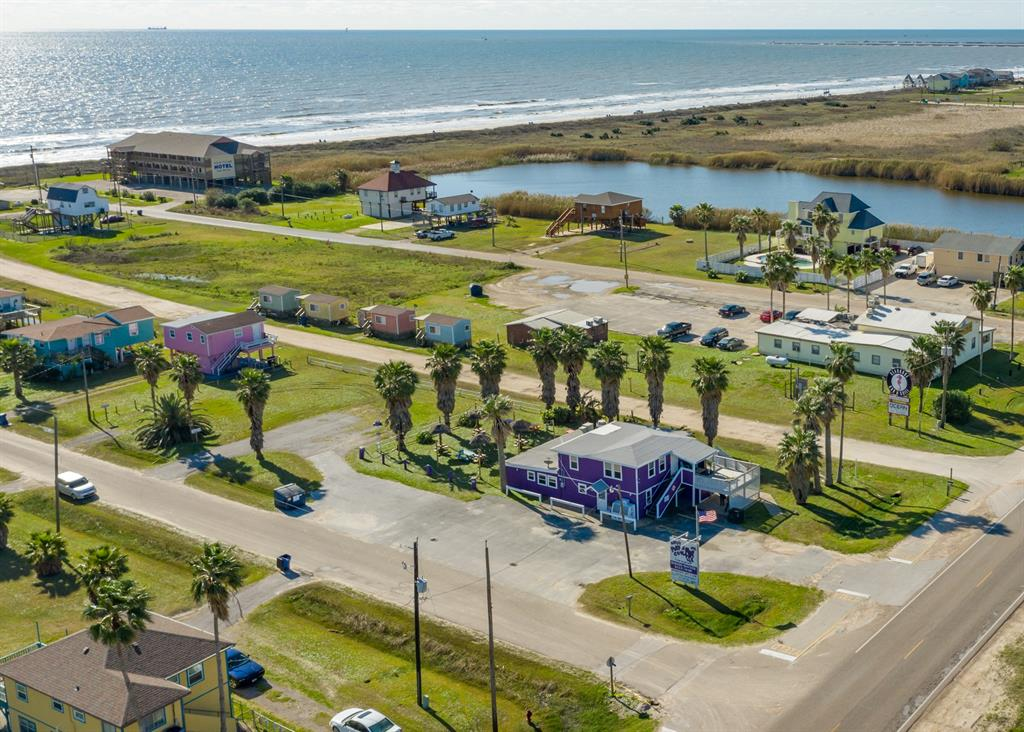 323 Ocean Avenue Property Photo - Surfside Beach, TX real estate listing
