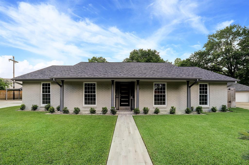 1667 Shadow Bend Drive Property Photo - Houston, TX real estate listing