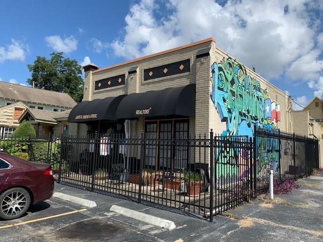 721 E 11th Street Property Photo