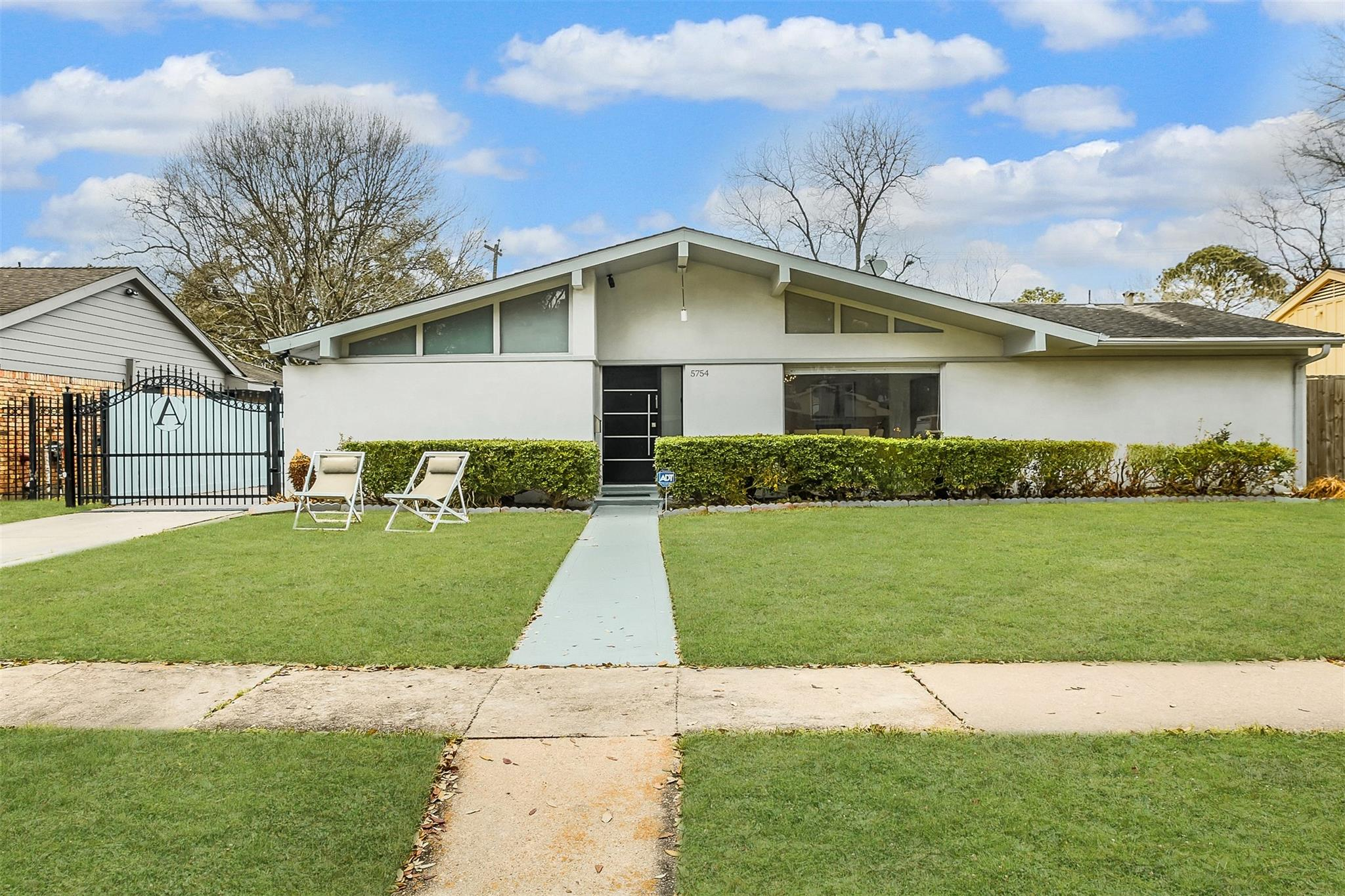 5754 Wigton Drive Property Photo - Houston, TX real estate listing