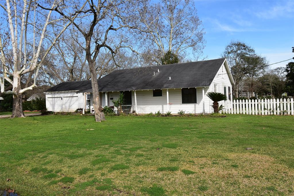 1301 Avenue G Property Photo - Bay City, TX real estate listing