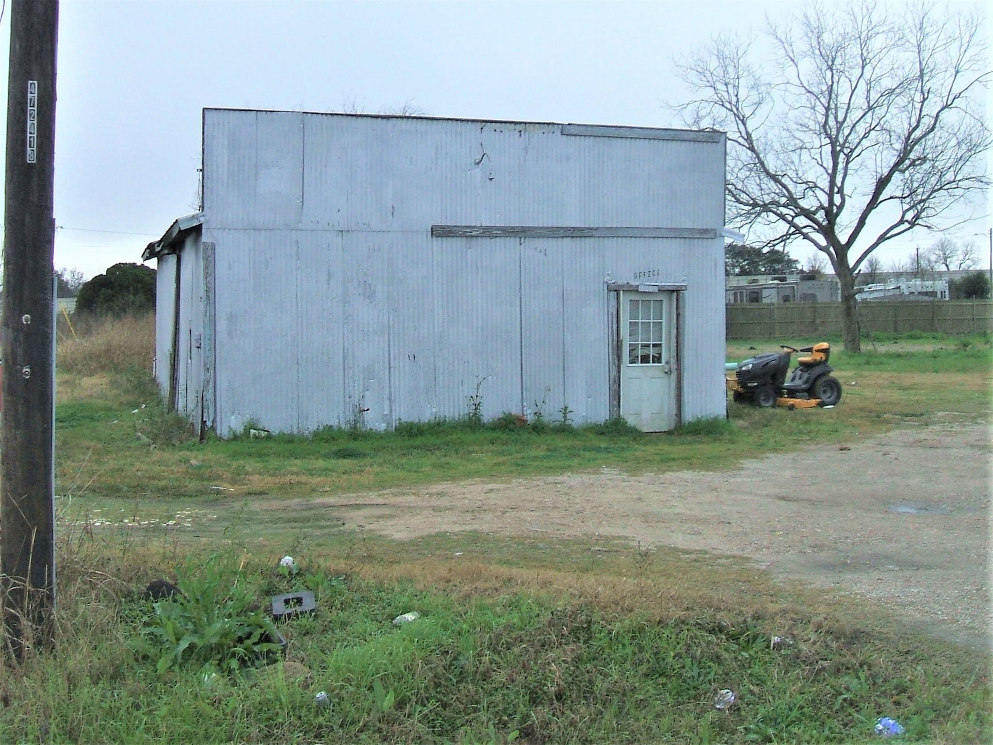 13407 Old Hwy 59 Property Photo - Kendleton, TX real estate listing