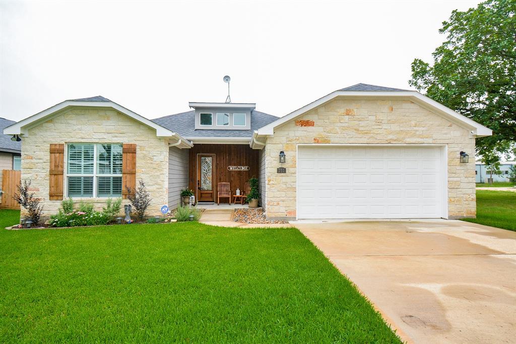 711 Seydler Street Property Photo - East Bernard, TX real estate listing