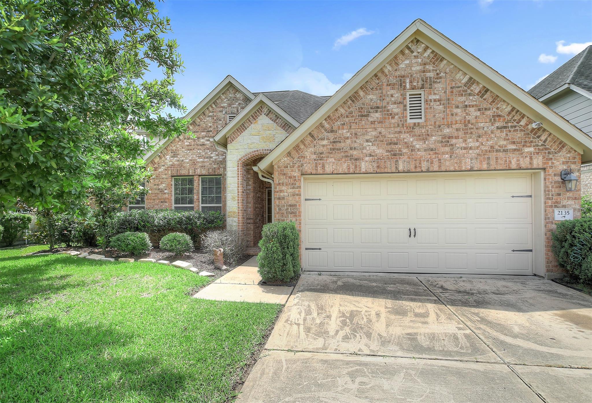 2135 Mooncrest Drive Property Photo 1
