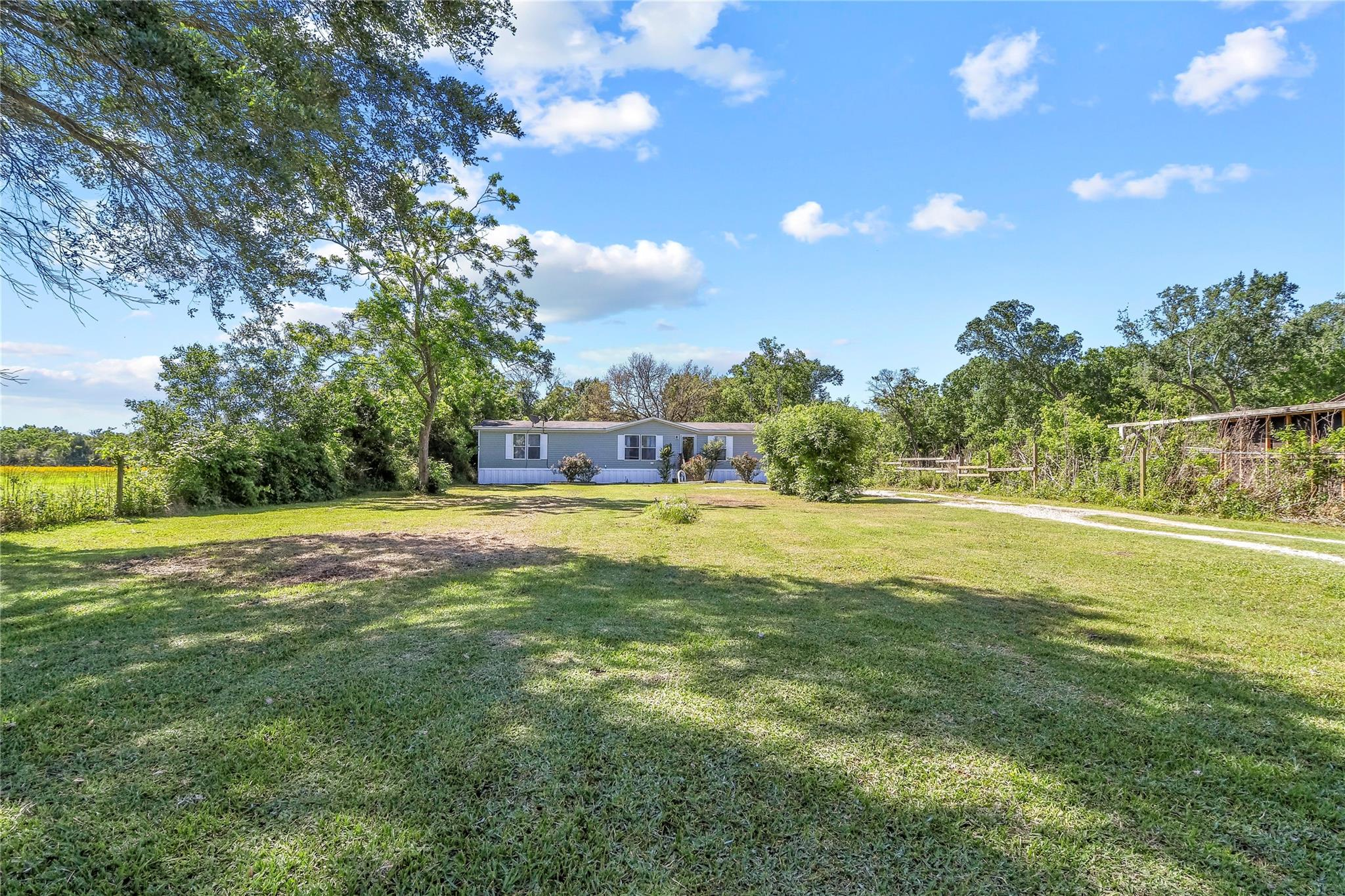 8923 Avenue H Property Photo - Liverpool, TX real estate listing