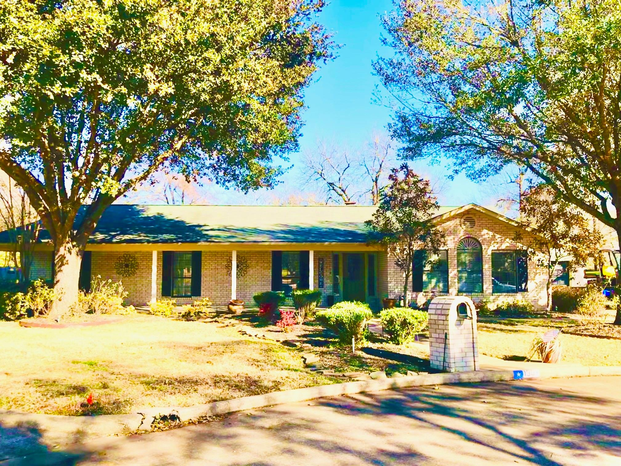 1304 Mary Lee Lane Property Photo 1