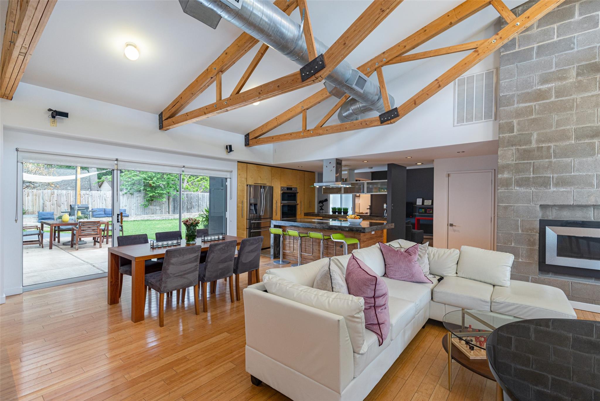 3810 Antoine Drive Property Photo