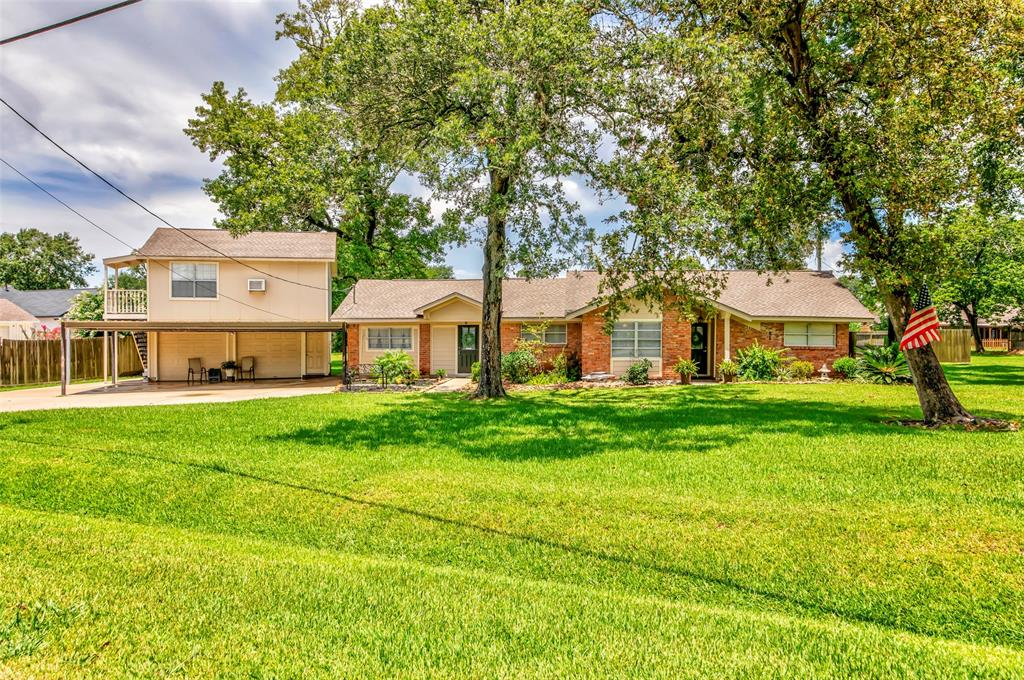 200 Red Bud Lane Property Photo - Baytown, TX real estate listing