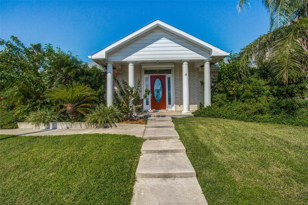 1022 Avenue A 1/2 Street Property Photo - San Leon, TX real estate listing
