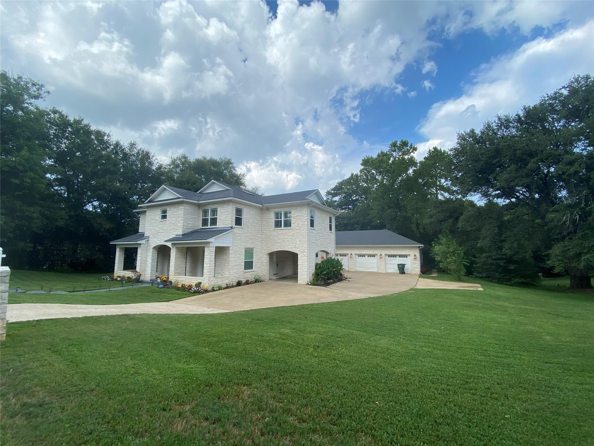 4026 Colonial Drive Property Photo - Nacogdoches, TX real estate listing