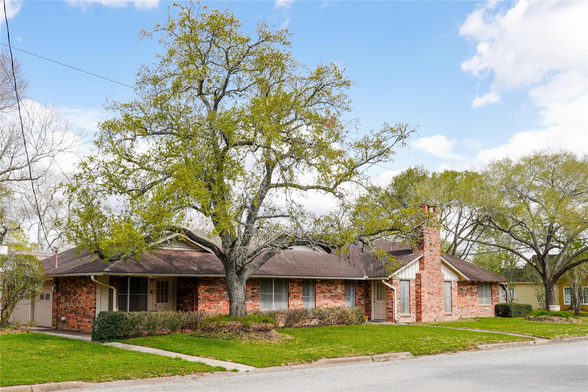 610 Heights Street Property Photo - El Campo, TX real estate listing