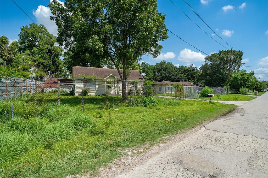 610,608 Blue Bell Road Property Photo - Houston, TX real estate listing