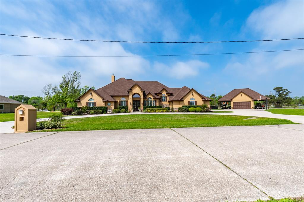 9003 Waterpoint Drive Property Photo - Beach City, TX real estate listing