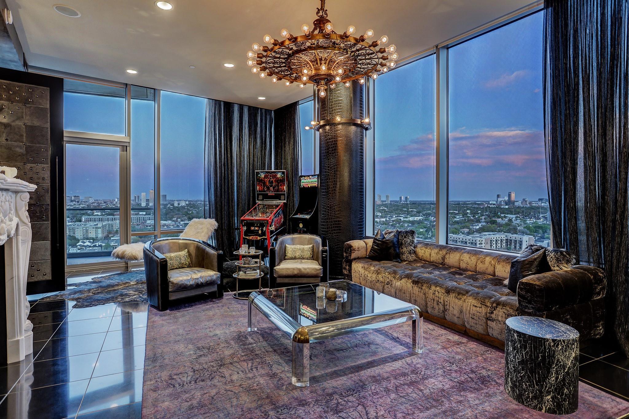 2727 Kirby Drive #17C Property Photo - Houston, TX real estate listing