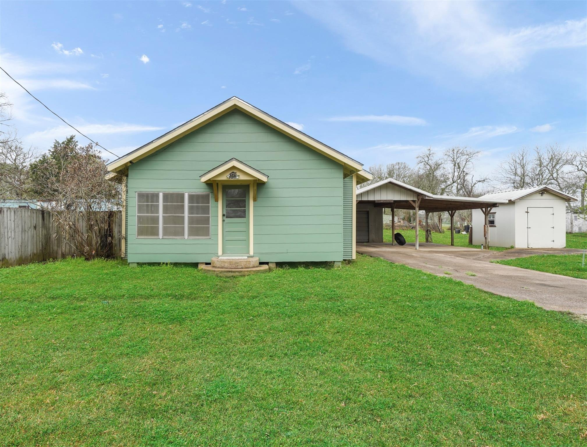 3414 Commerce Street Property Photo - Damon, TX real estate listing