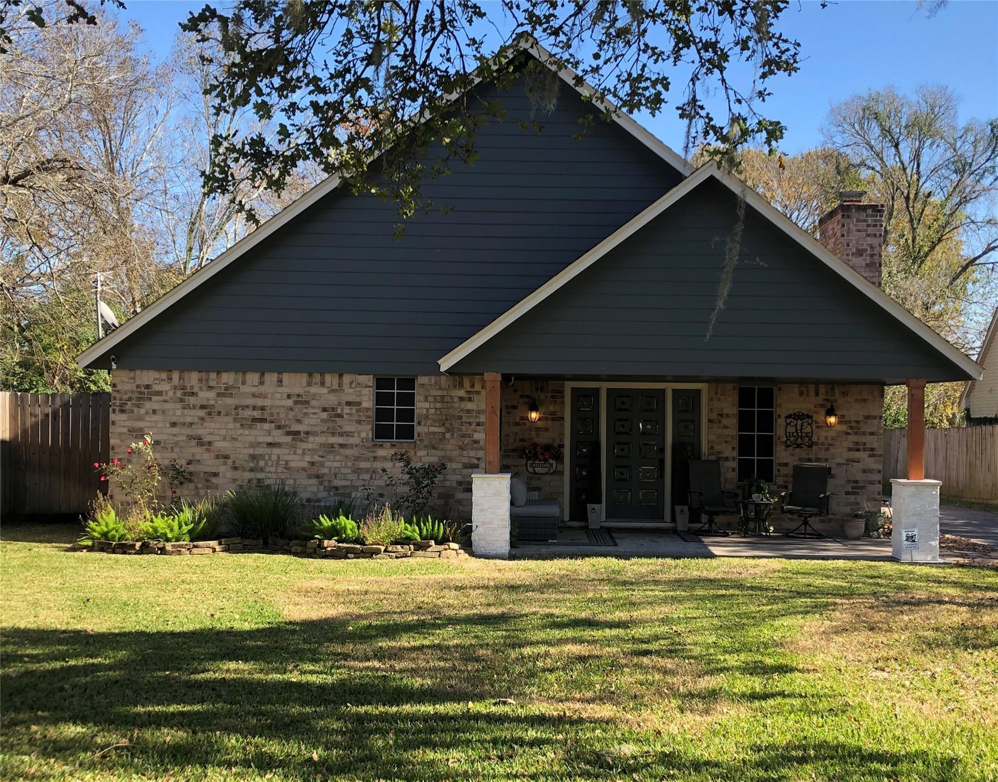 3015 Shady Lane Property Photo