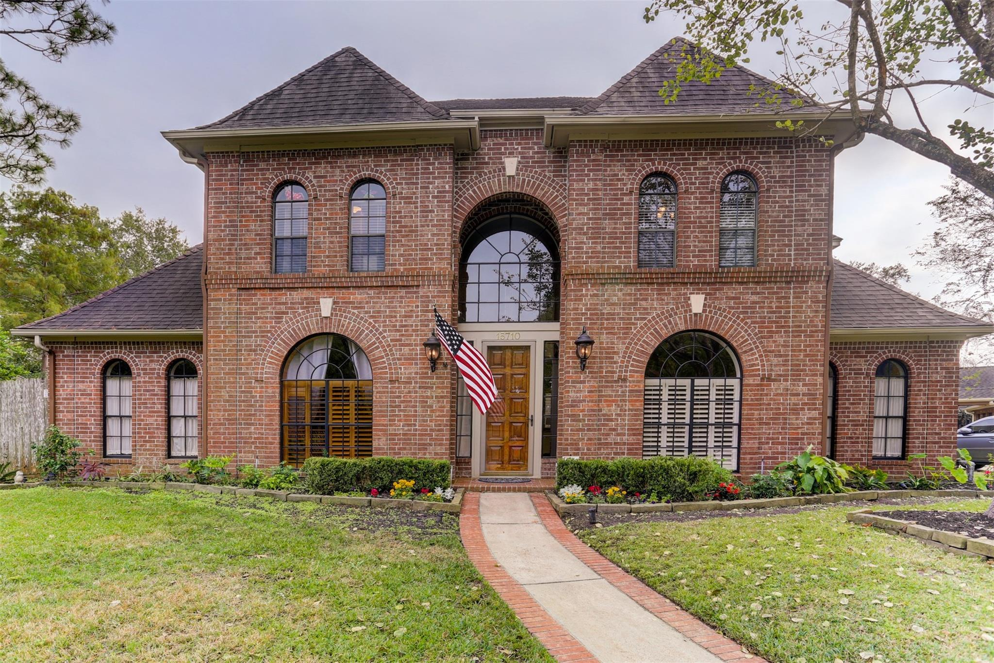 15710 Scenic View Drive Property Photo - Houston, TX real estate listing