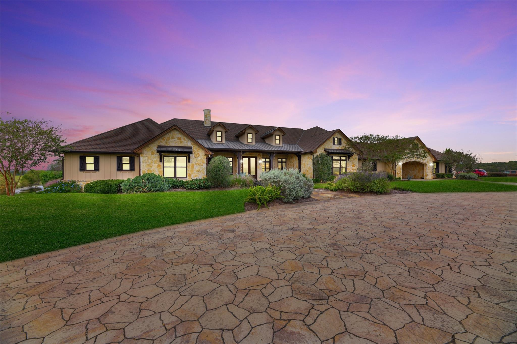 Somerville Real Estate Listings Main Image