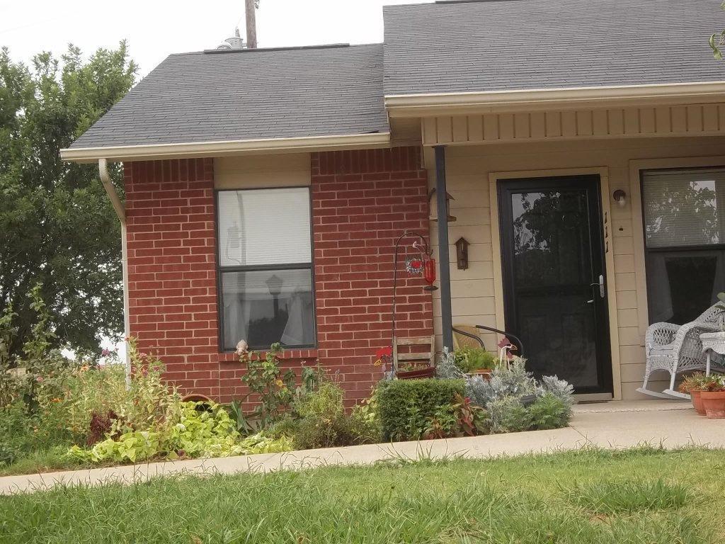 502 W Criner Street Property Photo