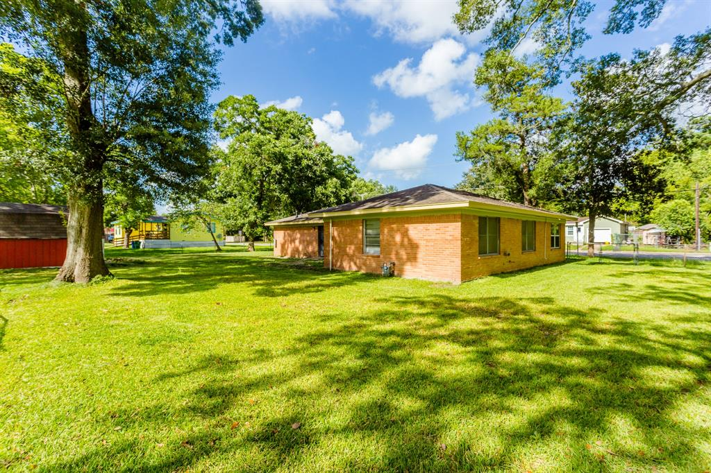 214 S 2nd Street Property Photo - Alvin, TX real estate listing