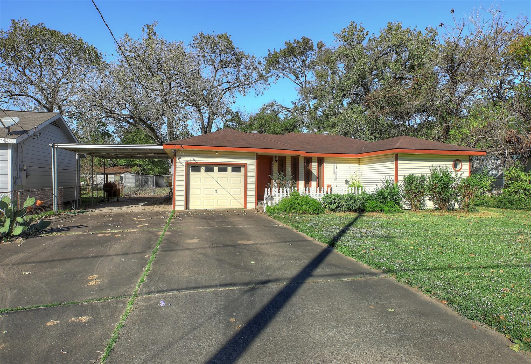 5415 Pine Avenue Property Photo