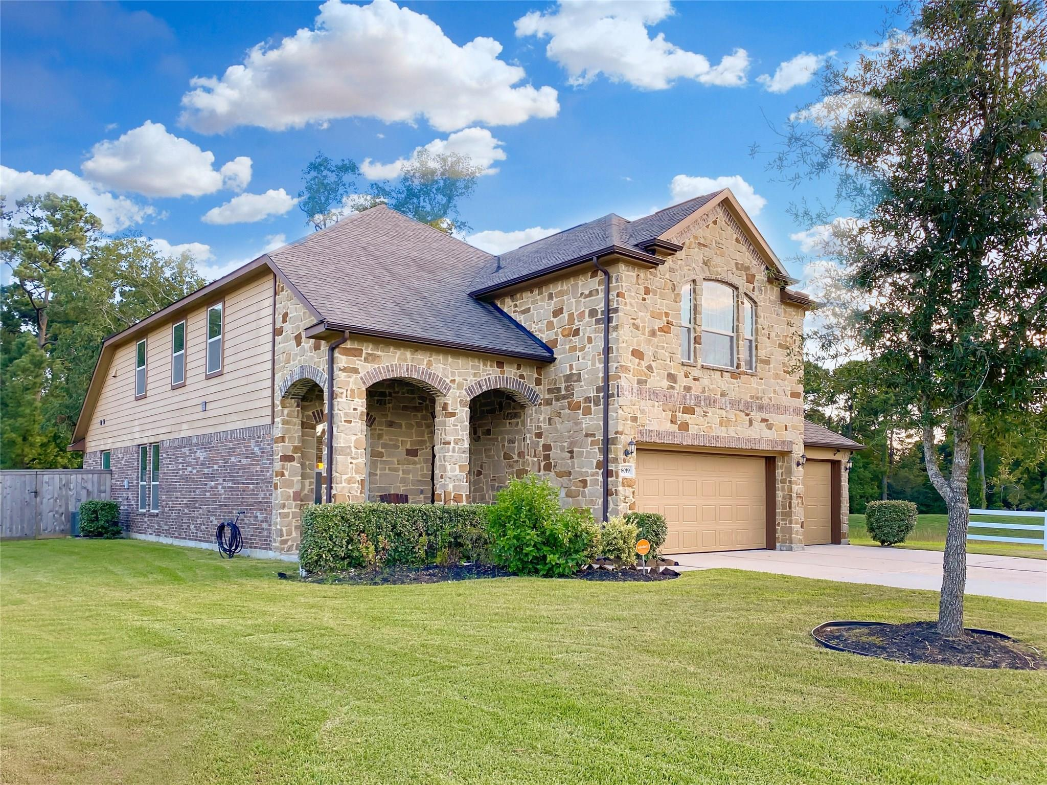 8019 Needlepoint Road Property Photo - Baytown, TX real estate listing