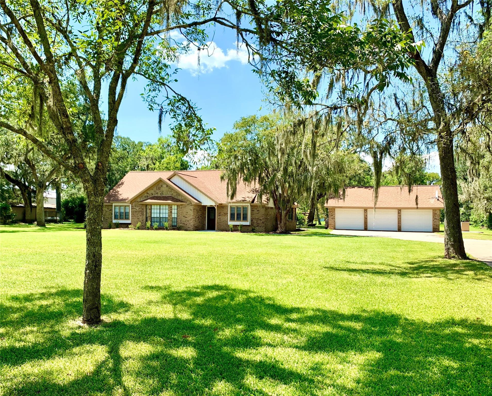 211 Bayou Road Property Photo - Lake Jackson, TX real estate listing