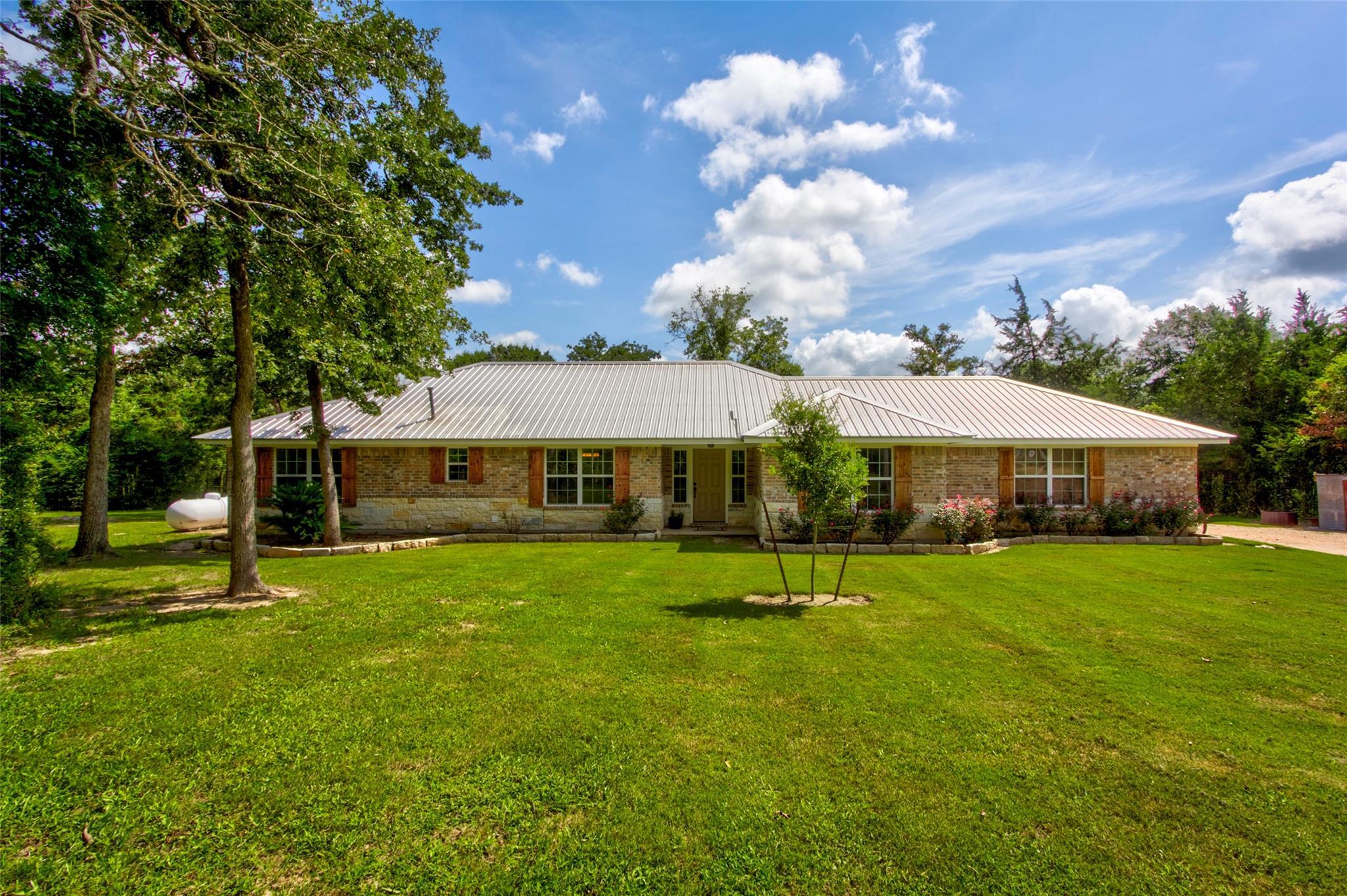 6498 Highway 36 Highway N Property Photo 1