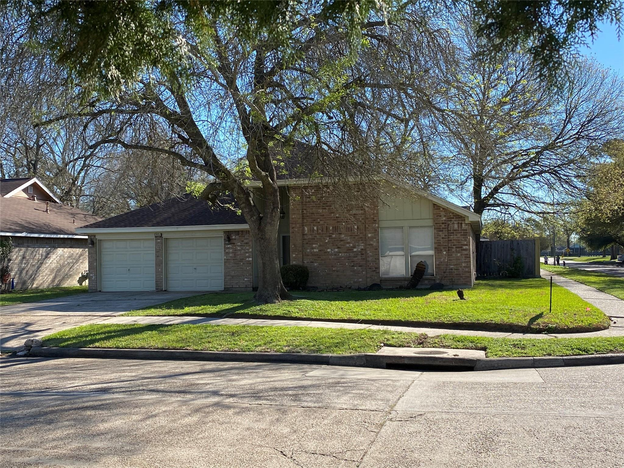 302 Brompton Court Property Photo - Highlands, TX real estate listing