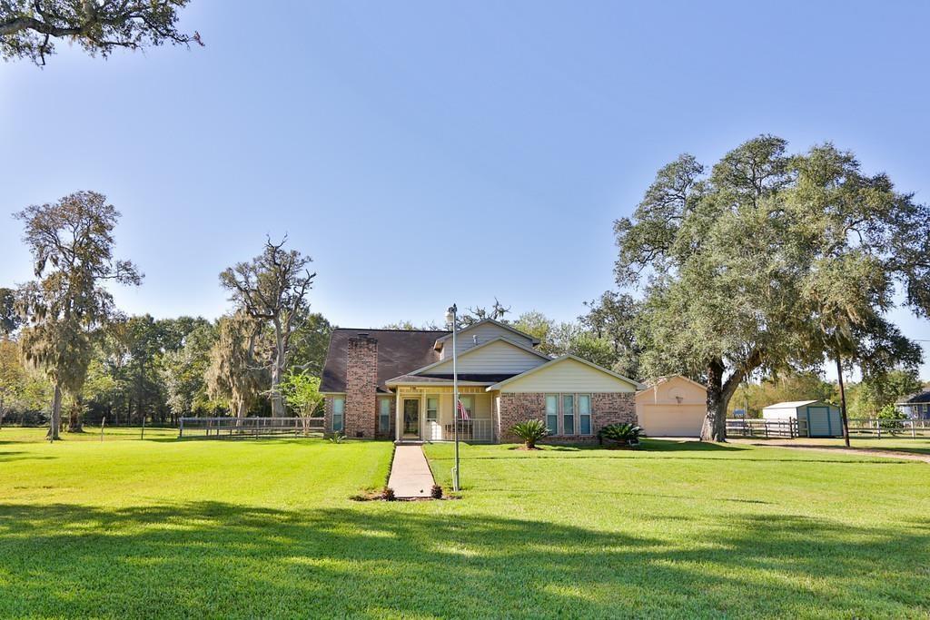 21203 Lake View Road Property Photo - Damon, TX real estate listing