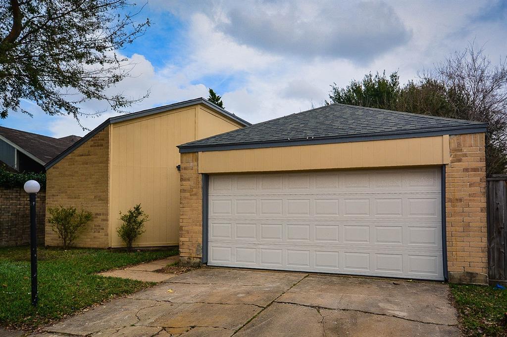 6331 Gladewell Drive, Houston, TX 77072 - Houston, TX real estate listing
