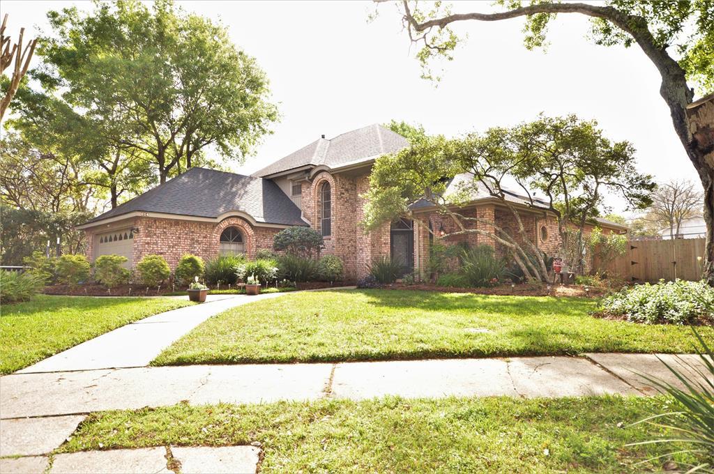 614 Crestwood Drive, El Lago, TX 77586 - El Lago, TX real estate listing