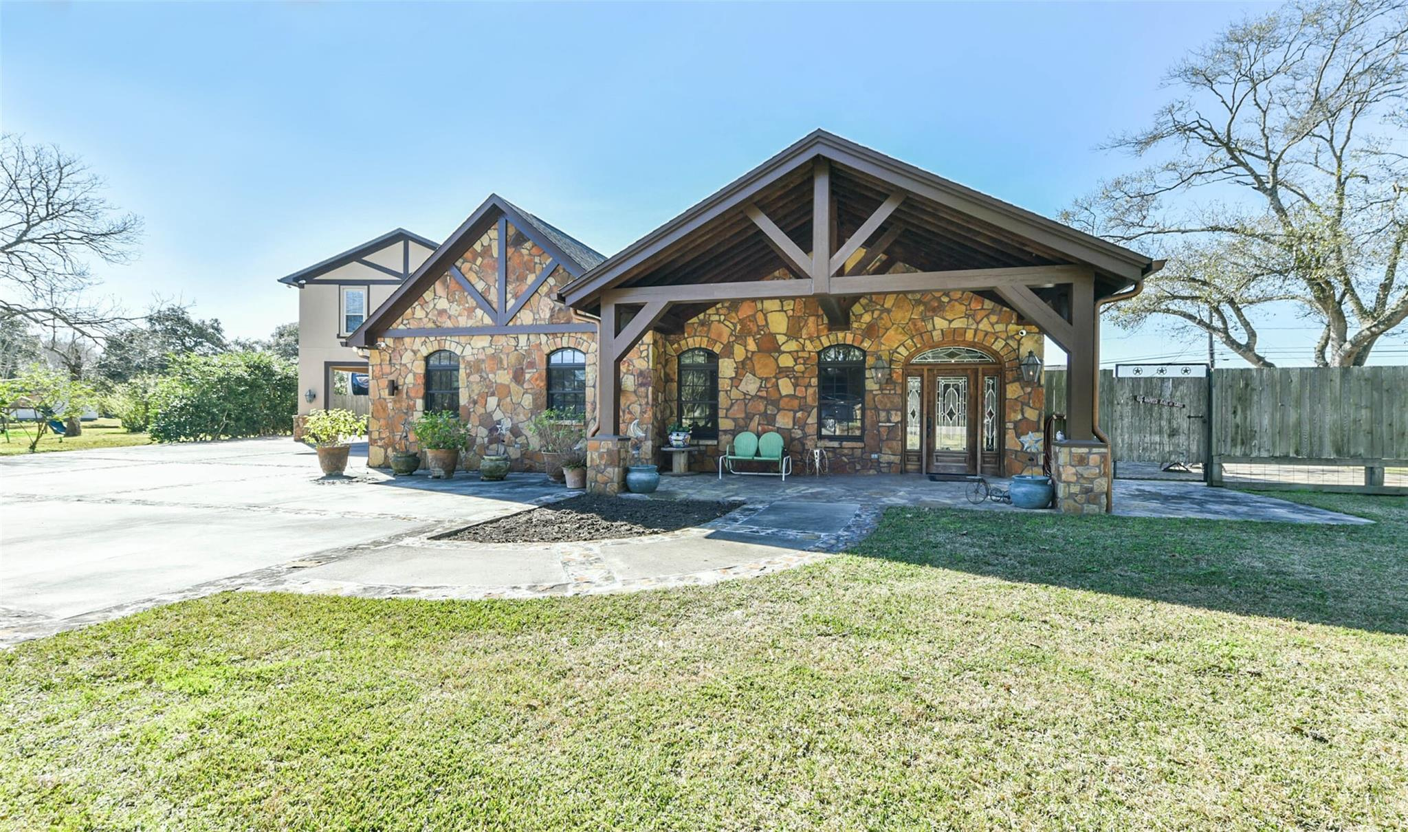 5022 Riverview Drive Property Photo - Alvin, TX real estate listing