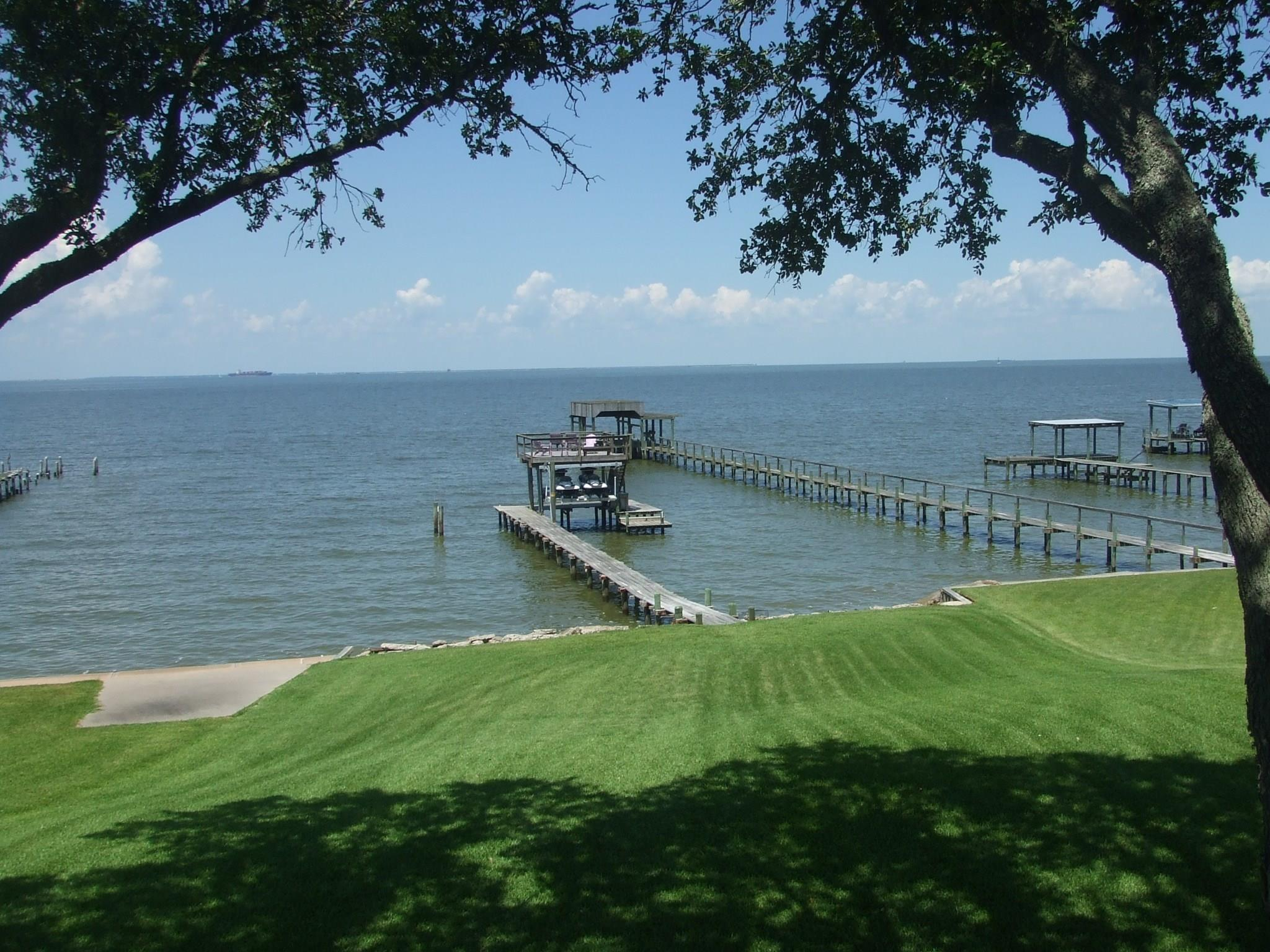 5017 W Bayshore Drive Property Photo - Bacliff, TX real estate listing
