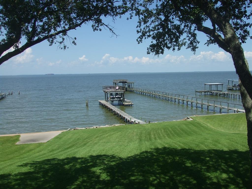 5017 W Bayshore Drive Property Photo - Bacliff, TX real estate listing